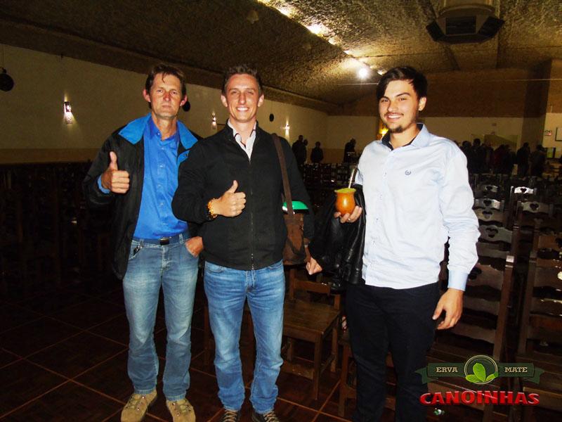 O músico e professor de acordeon Tonico com Marcelo Rauen e seu amigo , ambos visitantes de Itaiópolis.