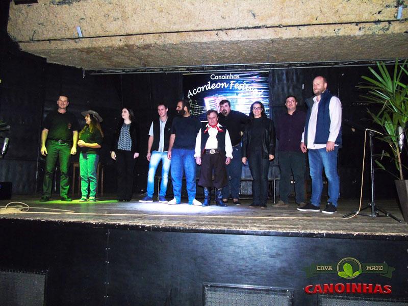 Foto com os músicos e organizadores do evento.