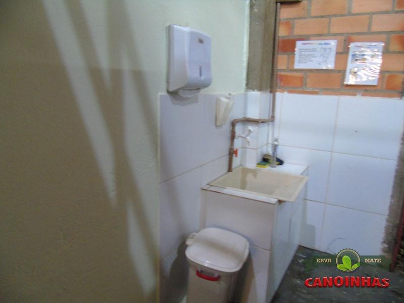 Local para higienização das mãos e de EPIs.