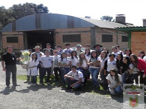 Estudantes de Monte Castelo visitam Ervateira Dranka, em Canoinhas